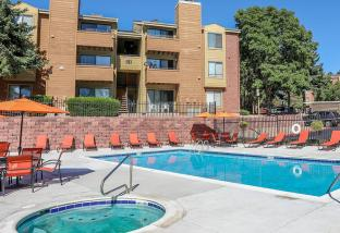 Silver Reef Apartments in Lakewood, CO